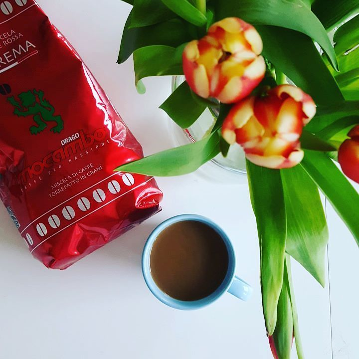 Take the time to enjoy your coffee. Today we have #Mocambo Suprema in our cup.  What coffee are you enjoying today?  #whatsinyourcup #coffeeshots #baristalife #coffeelover #koffieliefhebber #teamcaffeine #caffeinefix #caffeinatedlife #enjoy #coffeeisalwaysagoodidea #coffeegram #butfirstcoffee #maareerstkoffie