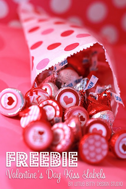 free valentines printable labels and kiss labels.