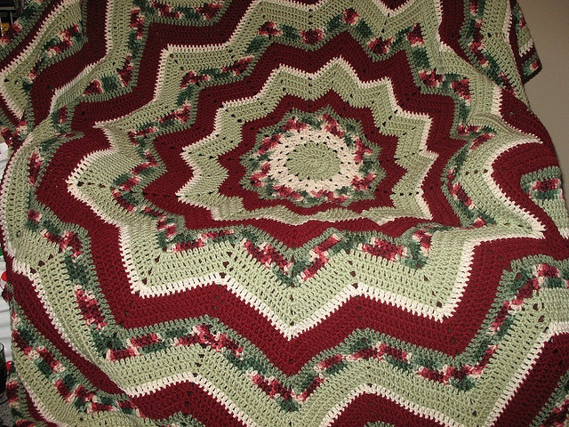 """Crochet. ~  THIS IS BEAUTIFUL!  (Also putting under """"Christmas"""" because of the colors.)  ♥A"""