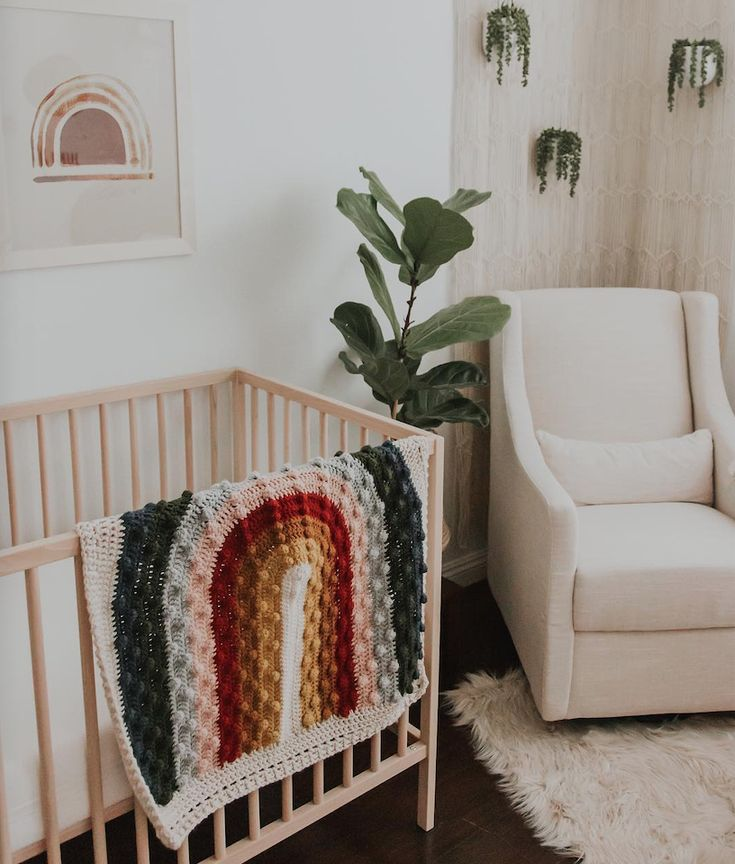 this rainbow quilt from is gorgeous 😍🌈🌿perfect way to brighten up a nursery 👌 Boho Nursery, Nursery Neutral, Nursery Room, Girl Nursery, Girl Room, Rainbow Quilt, Rainbow Theme, Rainbow Baby, Rainbow Birthday