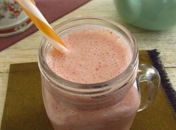 Strawberry and banana milkshake | Food From Portugal. Feel like a nutritious, fresh and tasty drink? Try this delicious strawberry and banana milkshake. Gonna love it!  http://www.foodfromportugal.com/recipe/strawberry-banana-milkshake/