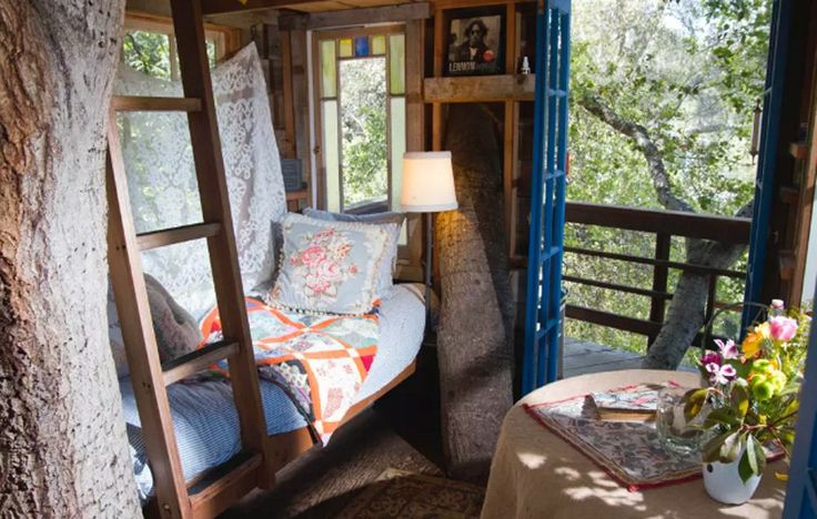 Treehouse Above San Francisco Bay (California) http://www.rodalesorganiclife.com/wellbeing/treehouse-vacations/slide/4