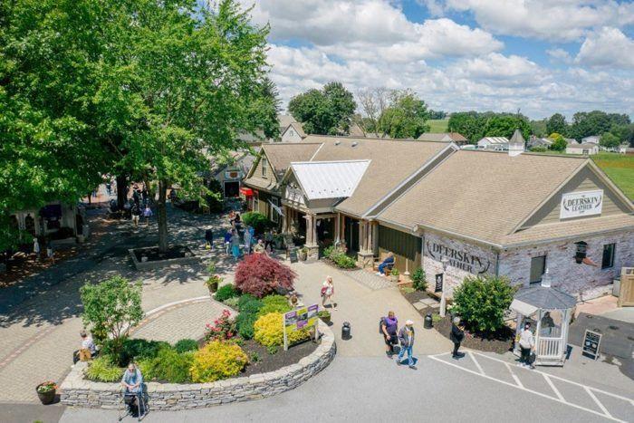 Embark On A Scrumptious Tasting Tour Through Kitchen Kettle Village In Pennsylvania This Summer Kettle Village Tours Tours
