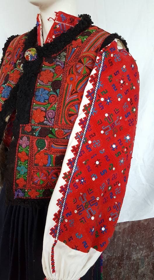 Romanian blouse detail - Tinutul Padurenilor