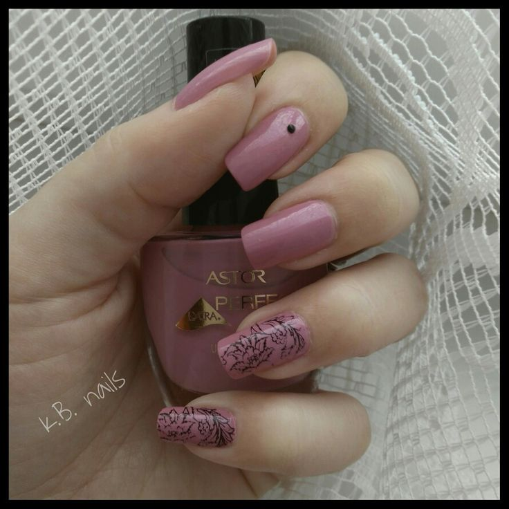 #nails #nailstagram #astorcosmetics #perfectstay #dawnlilac #stampingnails #stampingnailart #essence #essencecosmetics #stampypolish #stampmeblack