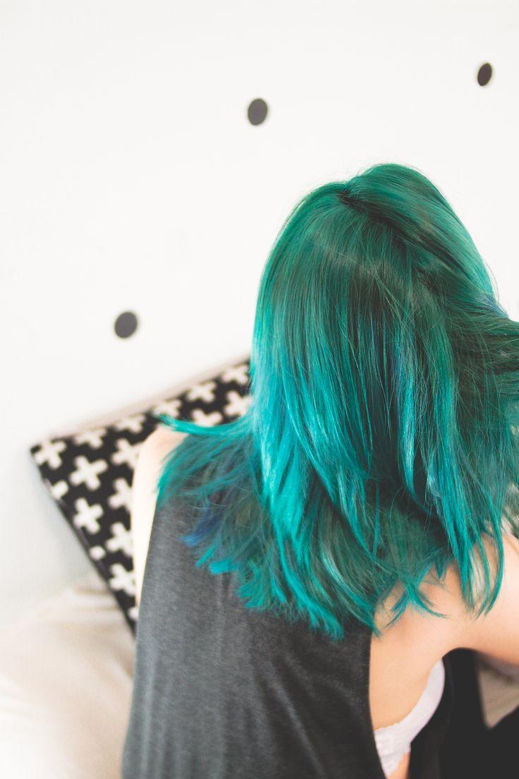 So fresh, so green // Do cabelo rosa ao verde sem descolorir (via omundodejess,com) Cabelo verde, green hair, teal hair, short hair, stright hair.
