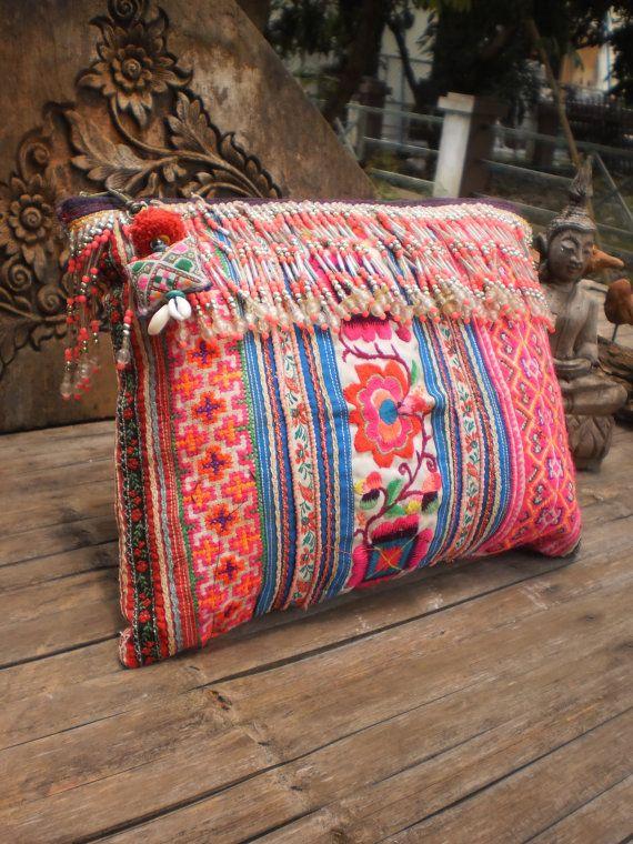 Vintage Hmong TrIbAl Clutch Bag por KulshiMumkin en Etsy, $32.00