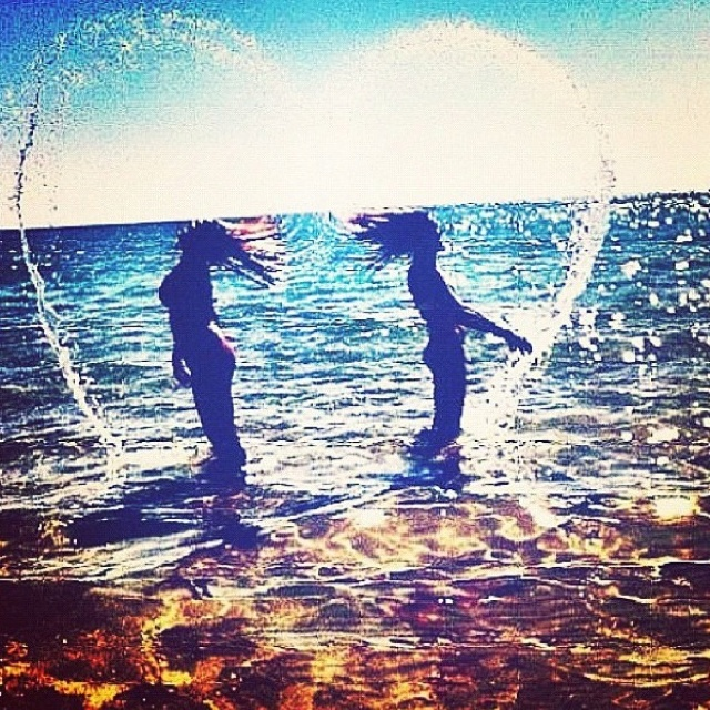 I want to go to the beach with my best friend and take cute pictures like this :)