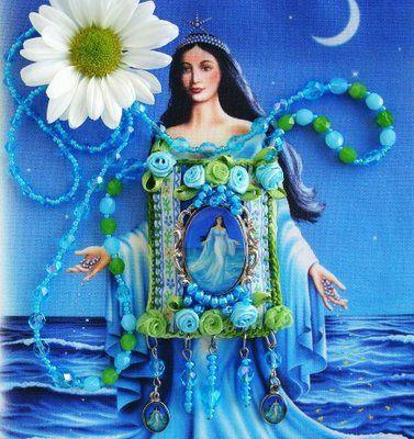 https://flic.kr/p/9f2W1n | ... cenas de uma quarta-feira ... | Dia 02 de fevereiro é dia de Iemanjá Uma saudação MUITO especial e carinhosa pra Rainha do Mar  Este escapulário é de uma artista maravilhosa chamada Lidia Luz