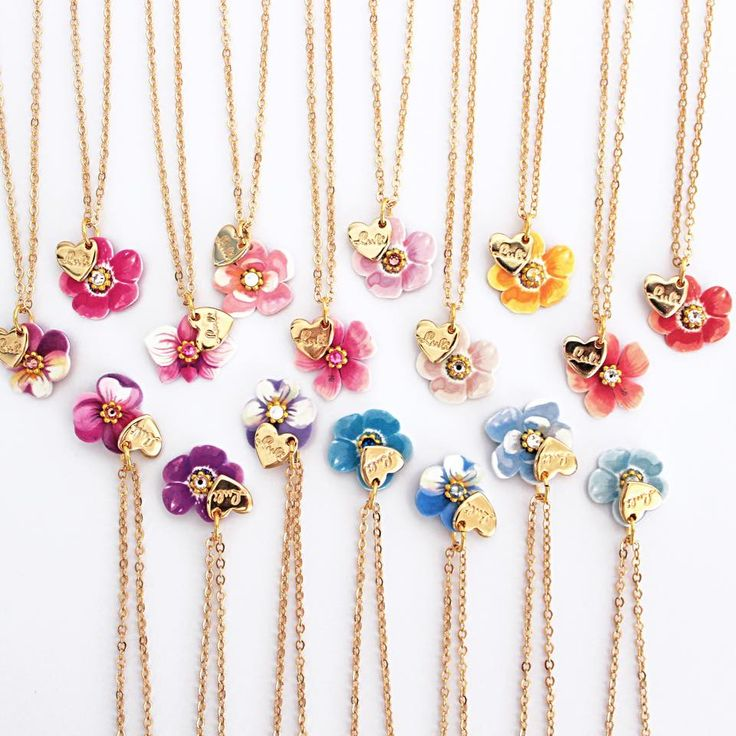 Le Luli! disponibili in 17 colori! shop online su luliartbijoux.com   #colorful #floral #necklace #luliartbijoux
