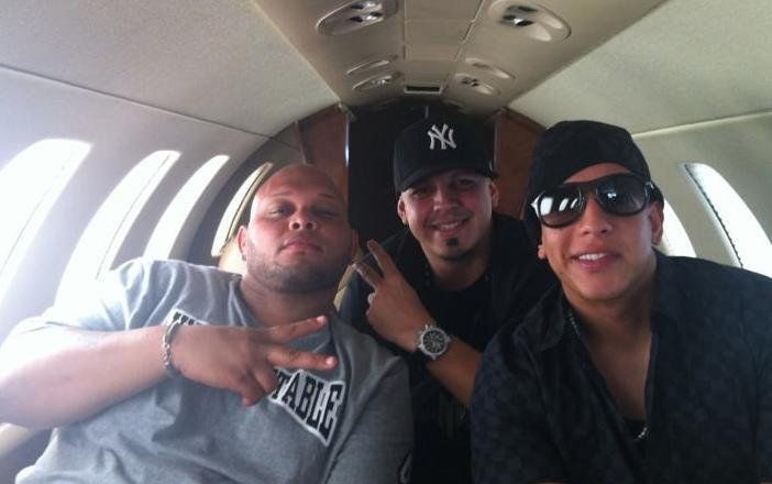 Franco_Demony : Ustedes 3 hacen Rompen la tarima @daddy_yankee  @cochi_mundial @djcandyboy http://t.co/UtDa7YDs1A | Twicsy - Twitter Picture Discovery