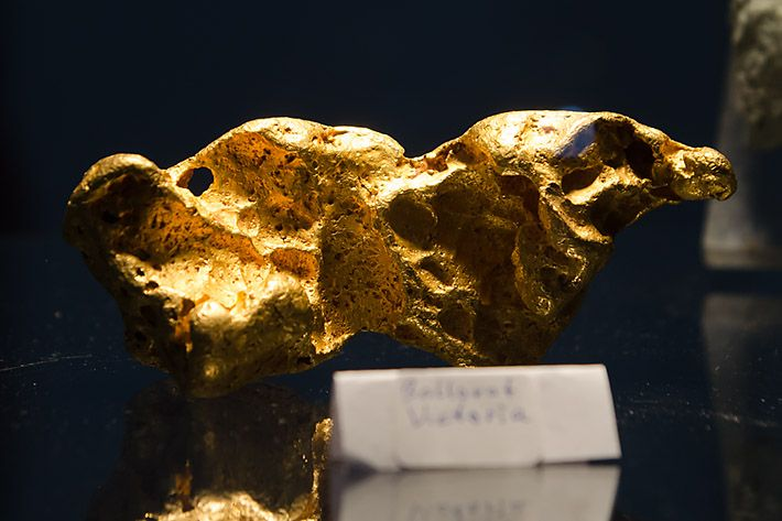 Report and selection of photos from Munich show 2015, read more at http://www.mineralexpert.org/munich-show.2015.php