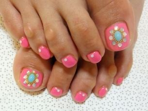 Stylish Pedicure Nail Art Designs for Summer 2012  http://www.becomegorgeous.com  http://makeupexpertpretoria.co.za