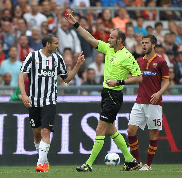 The referee Carmine Russo shows the yellow card to Giorgio Chiellini of Juventus during the Serie A match between AS Roma and Juventus at St...