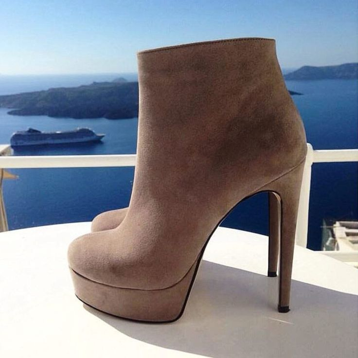 Booties with a view... #Santorini #SanteBooties #BuyWearEnjoy #SanteMadeinGreece (photo by @spicyboutiquesantorini) Available in stores & online: www.santeshoes.com