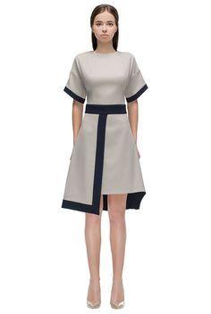 Элегантное приталенное платье цвета слоновой кости с отделкой из черного шифона от - LATTORI дизайнерские платья