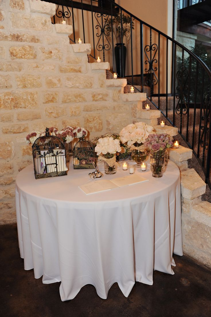 wedding entry table amnesia roses and vandela cream roses by Flower Shack Blooms