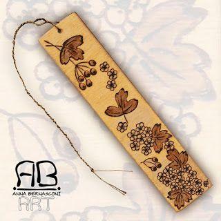 Pirografia su legno / Anna Bernasconi Art / UN INSOLITO TRIO AGGHINDATO D'ALBA SPINA / ispirazione floreale - biancospino - crataegus / decorazione - quadro - segnalibro