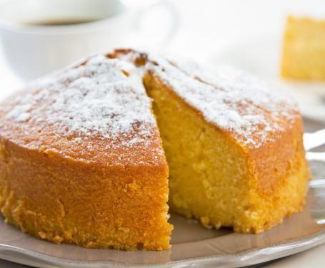La torta margherita è un dolce intramontabile che da decine di anni allieta le colazioni e le merende degli italiani. Semplice, leggera e deliziosa!