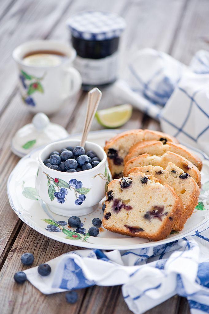 sweet & delicious breakfast muffins! - http://pinterest.com/janetlcopeland/good-morning/