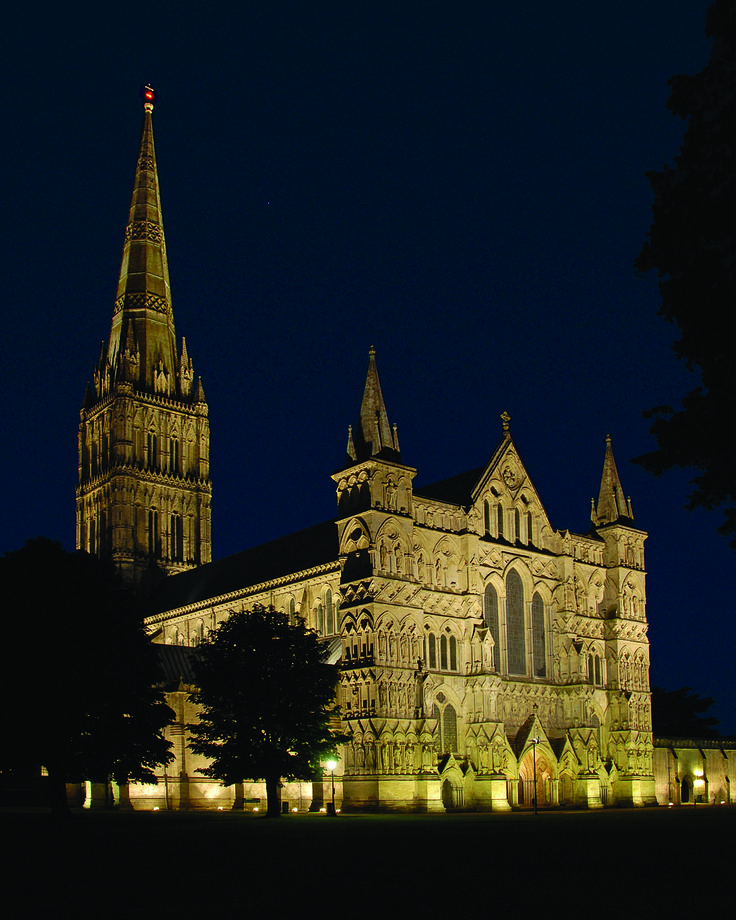 Light + Design - Salisbury Cathedral. Façade Lighting
