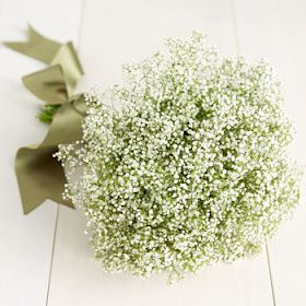 Bridesmaids bouquets ideas to compliment the guest tables