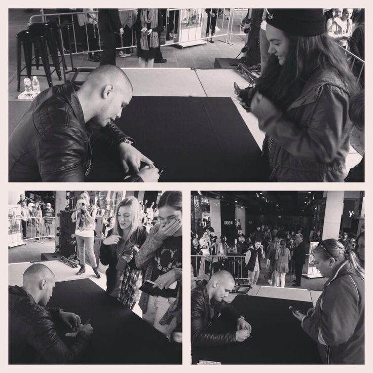 I'd sign all day if I had to... #lovethefans #youkeepmegoing #yourebeautiful  pic.twitter.com/YHw5MW1uOx