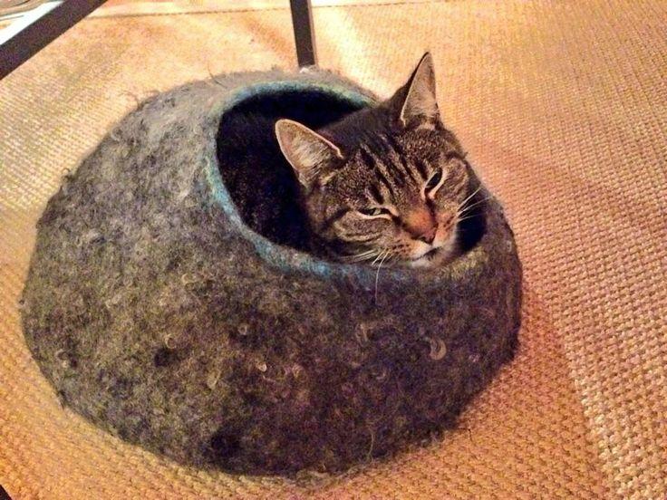 Onze poes is zeer tevreden met haar catcave gemaakt van Gotland wol