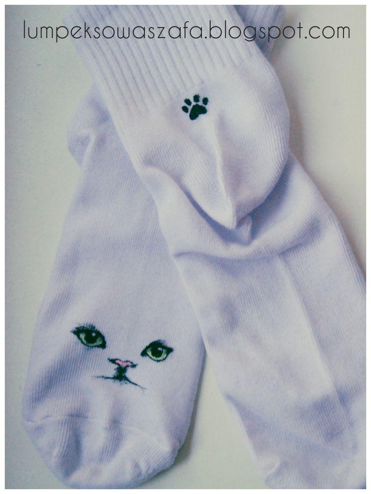 DIY cat socks. Hand-painted lumpeksowaszafa.blogspot.com