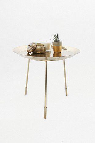 Table de salon en métal martelé