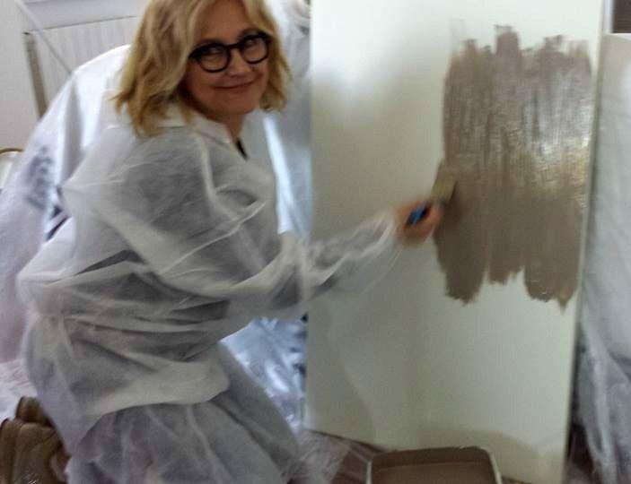Eccomi ad usare l'idropittura Luxens marrone talpa n.3 per dipingere la ma testiera del letto