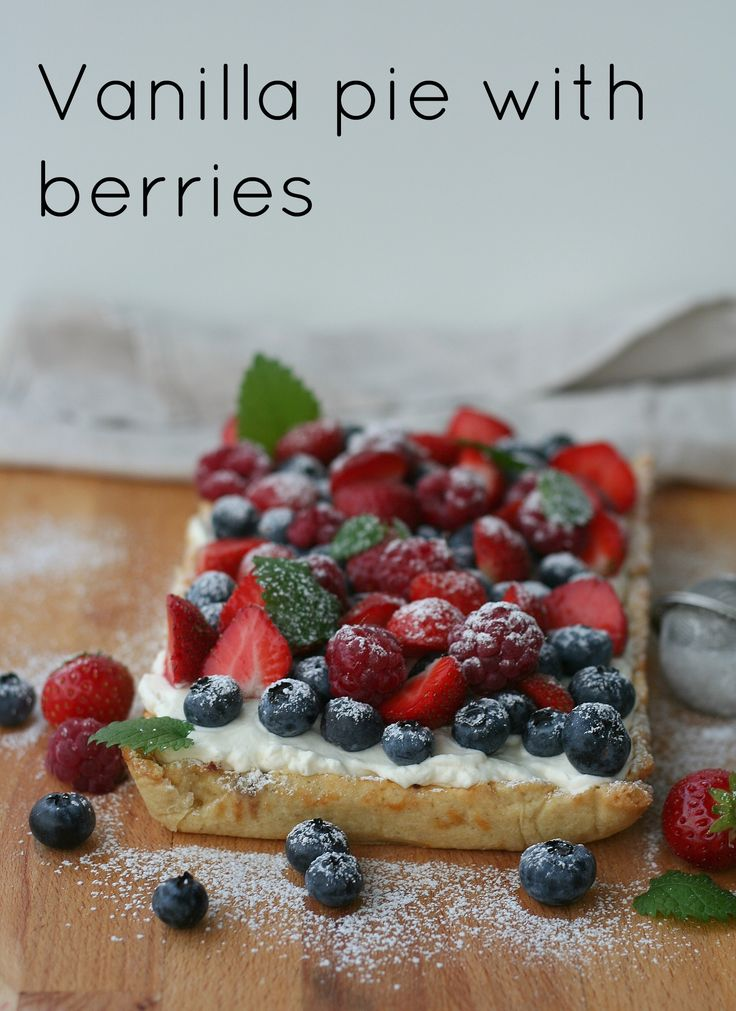 Vanilla pie with berries