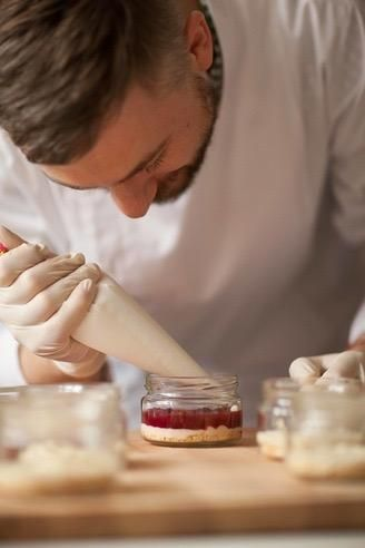 Почему же наши торты такие вкусные? Все просто!✋ Потому, что продукты мы используем исключительно свежие☀, без химии и добавок, и по по-этому срок годности☝ наших десертов - семьдесят два часа☺⏳! Мы стараемся сохранить истинный вкус и аромат каждого ингредиента благодаря традиционной технологии приготовления. Больше узнать о нас можно по #️⃣ #о_napoleoncake #about_napoleoncake #повар #кондитер #Серджиу #шеф #шефпекарь  #торт #тортыназаказ #торткупить #тортыназаказмосква…