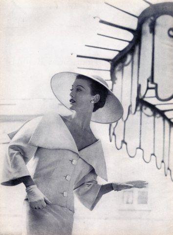 Balenciaga 1954 Wide-Sailing Regatta Collar Photographer - Louise Dahl-Wolfe, Model - Mary  Jane Russell