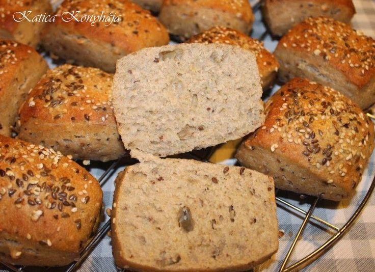 Katica konyhája: Sokmagvas rozsos zsömlék