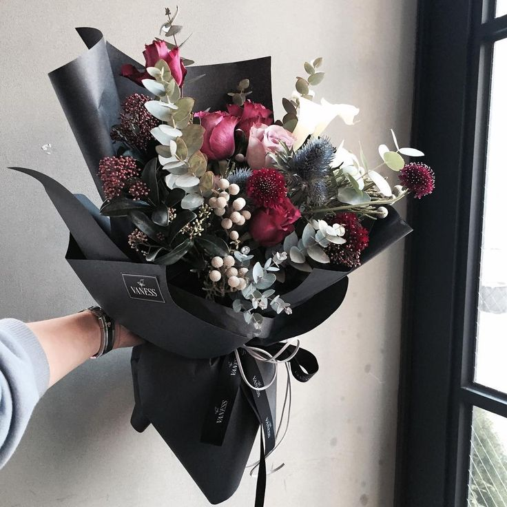Reds, white, grey in black! Very striking! florist Lee Ju Yeon of VANESS FLOWER