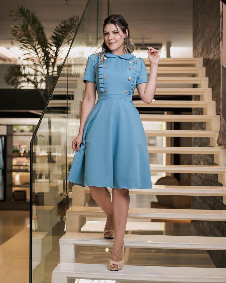 A imagem pode conter: 1 pessoa, em pé | Fashion dresses, Fashion, Dresses
