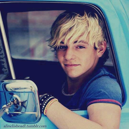 Ross Lynch ♥ I have to say this is probably my favorite picture of him. I absolutely love it!