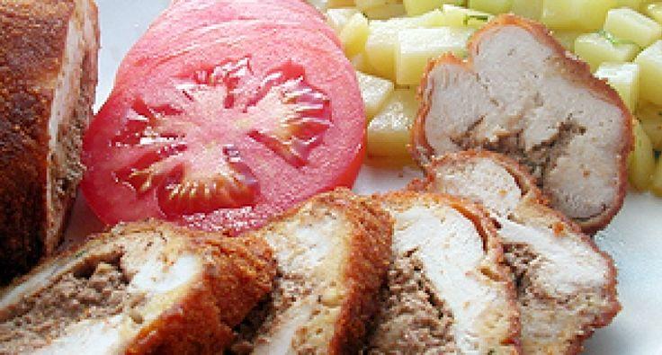 Roladki z piersi kurczaka nadziewane pieczarkową wątrobianką: Danie z krajowej kuchni - pożywne i proste. Jeśli chcesz odejść trochę od codziennego menu, wypróbuj ten przepis!