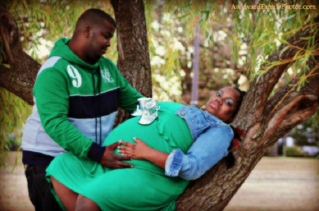 15 Totally Crazy Pregnancy Portraits That Will Make You Cringe: 15 Totally Crazy Pregnancy Portraits That Will Make You Cringe