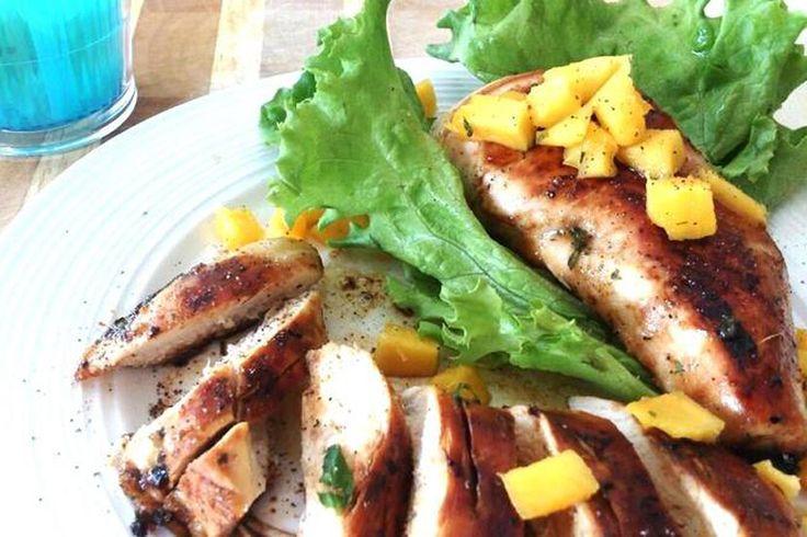 Poitrines de poulet grillé érable et persil frais sur le BBQ