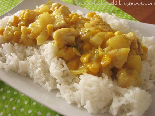 kruche babeczki: Kurczak z ryżem, ananasem, kukurydzą i curry