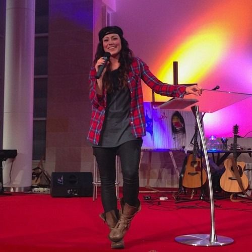 Kari Jobe - love her and this outfit!