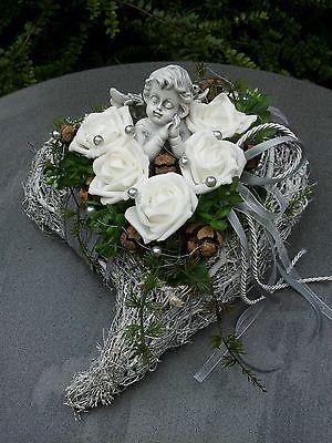 Grabgesteck Grabschmuck Allerheiligen Totensonntag Herz Engel Reisigherz Rose