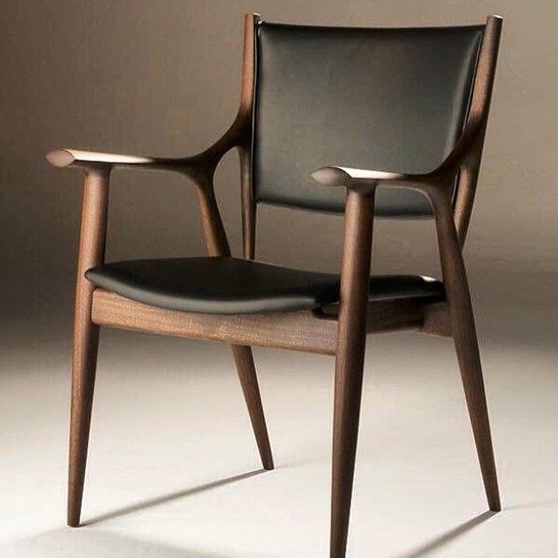 旭川にて 最高の椅子と出会う…早く入荷したい… In Asahikawa Meet the best chair…I want to stock soon…  #アトリエ木馬 #一枚板#家具#インテリア #椅子#チェアー #旭川#北海道#ウォールナット #蛯名#蛯名紀之 #デザイン#デザイナー #chair#design#interior#woodworking#woodfurnituredesign#liveedge#woodslab#walnut#table#ateliermokuba
