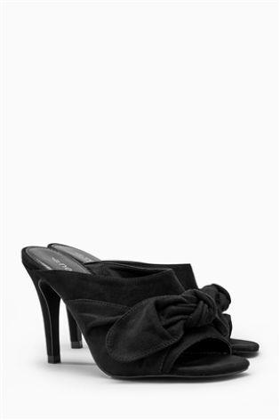 Черные сандалии с бантом