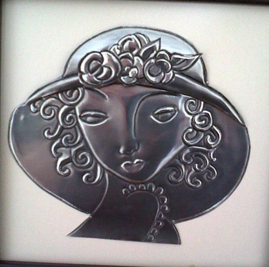 pewter 3D lady with hat