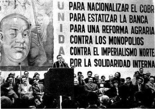 Medidas propuestas por la Unidad Popular para implementar una economía socialista, en la que se prioriza por la nacionalización de los recursos naturales y el sistema financiero. # UP #socialismo #Allende