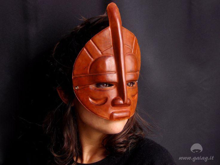 Maschera tribale in cuoio, color cuoio naturale, da indossare o appendere al muro, festa in maschera, carnevale, festa in maschera di GAIAGeri su Etsy