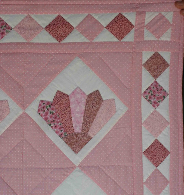Quilt Pattern For Grandmother S Fan : 1000+ images about Fan quilts on Pinterest Grandmothers, Quilt festival and Cleopatra